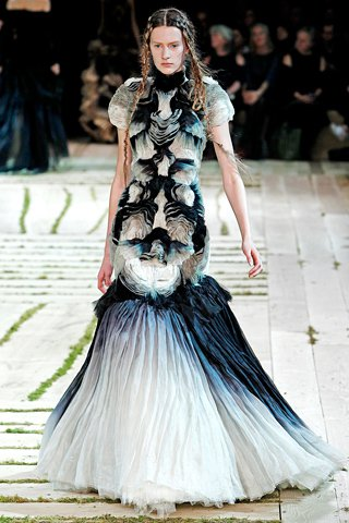 images/cast/00000432471377034=my job on fabrics alexander mcqueen Summer 2011